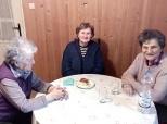 Druženje starijih kod bake Radojke
